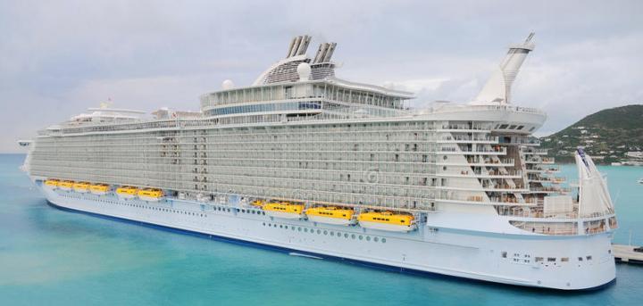 El Crucero más grande del mundo en St. Marteen. Fuente: www.dreamstime.com